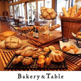天然酵母を使用した、こだわりのパンが約50種類!