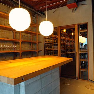 1階、ワインショップ併設の立ち飲みカウンターもございます。
