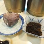 郷土料理 かずみ - お通しのもずくとお芋
