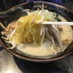 ひむろ - 黄色いちぢれ麺