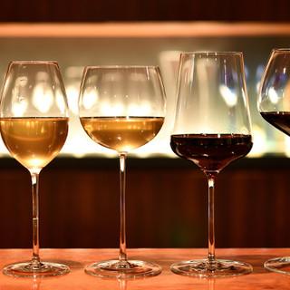 豊富なフランス・イタリア産のワインをハンドメイドのグラスで…