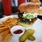 トミーズキッチン ハンバーグ&カフェ - 料理写真:アボカドバーガー1,000円。