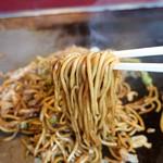 豊田お好み焼店 - 味はソースで調整・・
