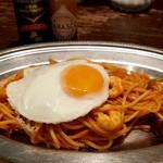 66DINING 六本木六丁目食堂 - 昔懐かしのスパゲッティナポリタン~目玉焼き添え~。たこさんウィンナーが可愛い♪