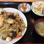 香福園 - 中華丼&スープとサラダはセルフ