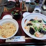 華元 - 茄子の揚げ浸しと海老とオクラの冷製蕎麦のセットは890円です。