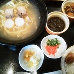 ちゃーりーはうす - 沖縄そば定食
