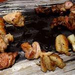 10958432 - 雷門き介 神保町店 食べ散らかした 焼鳥 串焼き盛り合わせ 8本