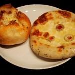 レジュイール - フレンチポテト¥180、ゴルゴンゾーラとオリーブのパン(バジル風味)¥220