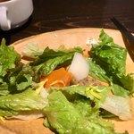 PIZZA BAR 裏秋葉原 - 中には根菜が隠れてた!