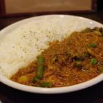 マサラカリス - 料理写真:カリスカレー(Lサイズ)、素揚げのアスパラとブロッコリー