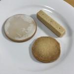 109597332 - 手前から時計回りにバターガレット、レモン・クッキー、ショートブレッド