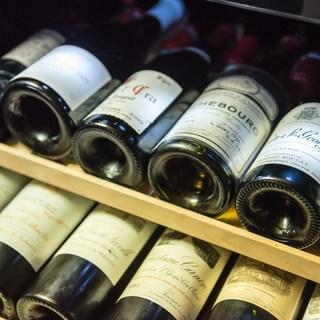 ソムリエ厳選◆約300種のワインはペアリングセットでご提案も