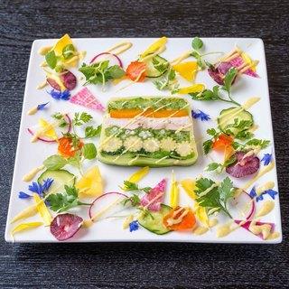 自然の旨味を感じる野菜は、「野菜のテリーヌ」やデザートで♪