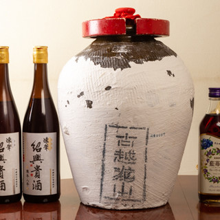 定番ドリンクメニューから紹興酒をはじめとする中国酒各種あり♪