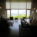 Tea Room ピース堂 - テーブル席とテラス席も有ります♪