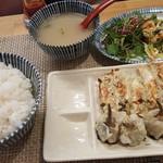 手包み餃子と中華キッチン ひげ - 餃子定食(クワイ餃子、餃子)