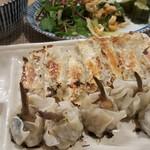 手包み餃子と中華キッチン ひげ - 餃子とクワイ餃子