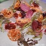 109619878 - イサキのカルパッチョ 野菜のチップスと酸味のジュレ