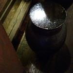中華ソバ 櫻坂 - カウンターの椅子がこちら・・・壺をひっくり返したような感じです。