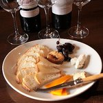 Kiora - 料理写真:チーズの盛り合わせ 1200円