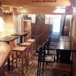 ビストロ シバ - 1階フロアー写真♪テーブル・カウンター・外席は自然風が気持ちいい♪