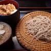 たかくら - 料理写真:Aセット(もり+鶏天丼)1274円 この蕎麦の量…