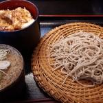 たかくら - Aセット(もり+鶏天丼)1274円 この蕎麦の量…