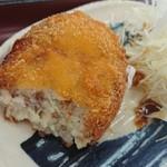 山田うどん - サービスのコロッケですがしっかりとお肉が入っていました!