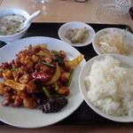 香迪 - 四川風激辛鶏肉定食、680円なり。ご飯は普通盛り。大盛り無料です。
