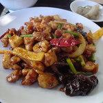 香迪 - メインの四川風激辛鶏肉炒め。うん、いける、が、だんだん辛くなって…