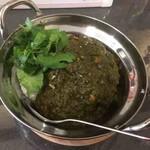 バババー - ホウレン草と青唐辛子のグリーンカレー