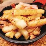 鉄板バルSOURCE - 料理写真:山芋とベーコンのバタポン