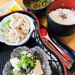 109643371 - 豚シャブ・お豆腐もタップリ!具沢山の味噌汁!