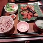 109643835 - 鶏と野菜の黒酢あん定食