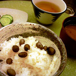 里湯昔話・雄山荘 - -御飯・香の物・止め椀- むかご御飯・自家製三種盛り香の物・里山特製どんぐり麺入り合わせ味噌汁。