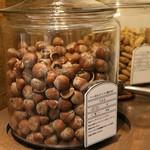 グルーヴィナッツ - 店内のナッツ