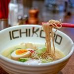 Torisobajiyuubanichikoro - 中細ストレート麺