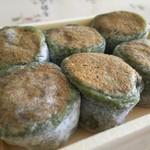 シャトレーゼ - 料理写真:手摘み山よもぎ餅/アップ