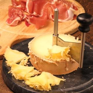 見て楽しい!食べて美味しい!チーズをふんだんに使ったメニュー