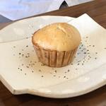 CHAMISE - 味噌味の米粉のマフィン モチモチでした