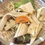 NANI 回転小火鍋 - 湯葉¥100(外税)