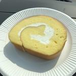 たまご色のケーキ屋さん - プレミアムロールケーキ カット