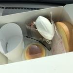 たまご色のケーキ屋さん - チーズスフレ 空気ショコラ プレミアムロールケーキカット
