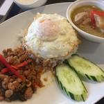 ポム タイ料理 - グリーンカレー+ガパオ