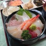 新潟本町 鈴木鮮魚 - 海鮮丼