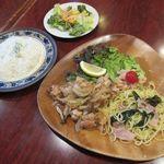 リトル シェフ にんにく - 料理写真:鶏もも肉のガーリックバター炒め(2019/06/13撮影)
