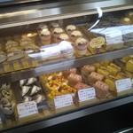 みんなのケーキ屋さん チョコット - 開店直後は、選り取り見取り!