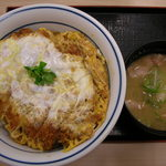 かつや 八王子南大沢店 - かつ丼(梅)と豚汁(小)