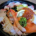 キッチンしま - そしてメインの海鮮丼、地元志賀島の魚をふんだんに使った海鮮丼ですよ・・・・